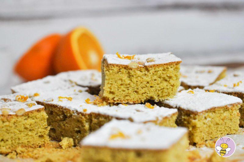 Orangen-Olivenöl-Kuchen mit Pinienkernen