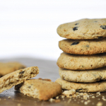 Mürbe Keto Cookies mit backstabilen selfmade Schokodrops Bumblebee Rezept
