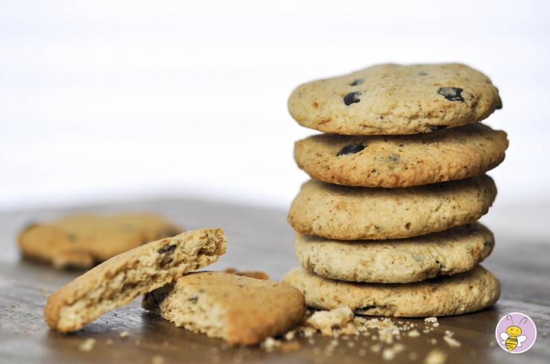 Keto Knusper-Cookies mit homemade Schokodrops